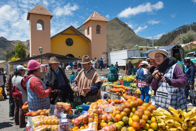 Provincia de Imbabura con su capital Ibarra. Provincia de Loja con su capital Loja
